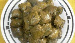 دلمه برگ مو غذای خوشمزه محلی شهر بروجرد در استان لرستان است. در بروجرد در این غذا روغن حیوانی میریزند که طعم مطبوعی به دلمه می بخشد.