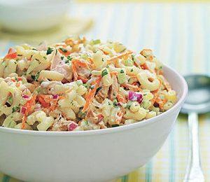 گوجه فرنگی، کالباس، خیارشور، گل کلم و هویج پخته را خرد کنید سیب زمینی ها را بپزید و ...