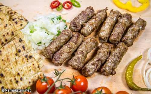 آموزش مرحله به مرحله طرز تهیه کباب صرب با گوشت چرخ کرده و سوسیس
