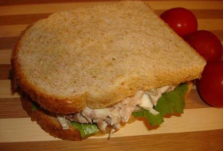 ساندويچ سالاد مرغ